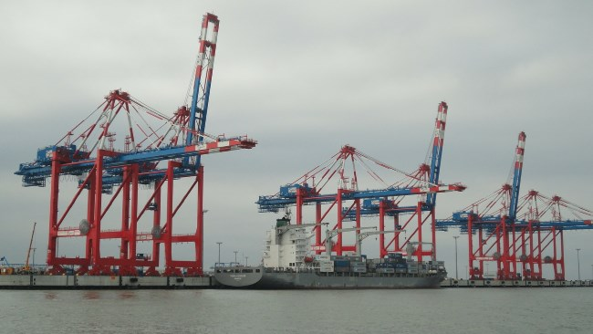 Privatdetektiv observiert am Jade Weser Port in Wilhelmshaven.